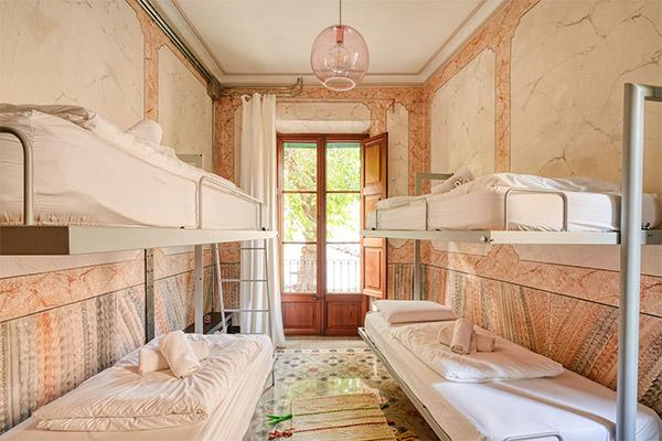 Hostel02